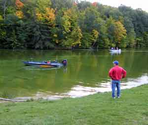 GreatLakesBass.com DK Open Fall 2008 Hardy Dam Pond October 4th djkimmel's Ranger Boat floats away