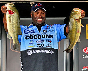 Ish Monroe leads the Oneida Lake Bassmaster Northern Open on day one with 19 pounds 14 ounces