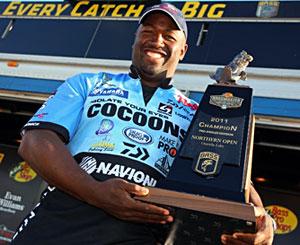 California's Ish Monroe takes the Bassmaster Northern Open title on Oneida Lake leading wire-to-wire with 15 bass weighing 51-2