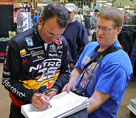 Michigan Bassmaster Elite Angler Kevin VanDam signs the Scientific Fish and Wildlife Conservation Act petition with GreatLakesBass.com owner Dan Kimmel