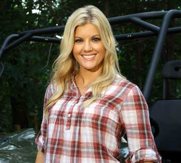 Laura Schara joins Jason Harper as host on FLW Outdoors television and emcee at FLW Tour events