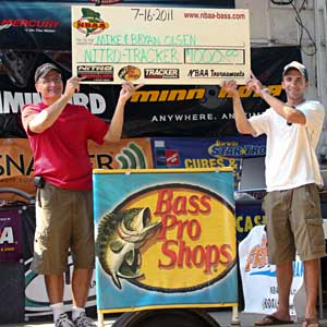 Mike and Bryan Olsen won the 2011 Tracker Marine Owners Event on Lake St. Clair with 21.90 pounds of smallmouth bass