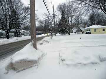 Lansing Michigan buried in snow during the big 2009 freeze
