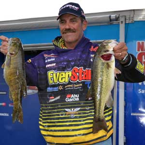 EverStart pro bass angler Ron Shuffield caught 5 bass weighing 18 pounds 10 ounces to take the day 3 lead in the 2011 FLW Tour event on Beaver Lake