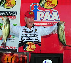Bass pro Stacey King leads at the PAA bass tournament on Table Rock Lake on day one thanks to a big limit of bass