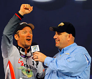 Stephen Browning being interviewed by Bassmaster emcee Dave Mercer during the 2011 Bassmaster Classic