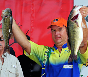 Kinami pro Steve Kennedy of Alabama leads going into the final day with 28.23 pounds on Neely Henry Lake
