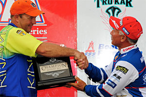 Steve Kennedy receives the champion's trophy from PAA President Dave Mansue after winning the Bass Pro Shops PAA Tournament Series event on Neely Henry Lake with a three-day total of 38.12 pounds