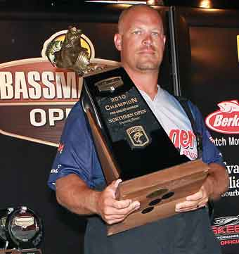 Goshen Indiana Pro Todd Schmitz weighed 23-13 the final day of the 2010 BASS Northern Open Detroit River to Win
